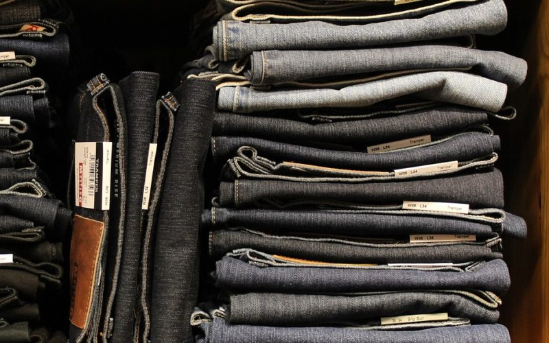 Nakupujeme džíny. Na jaké se zaměřit?