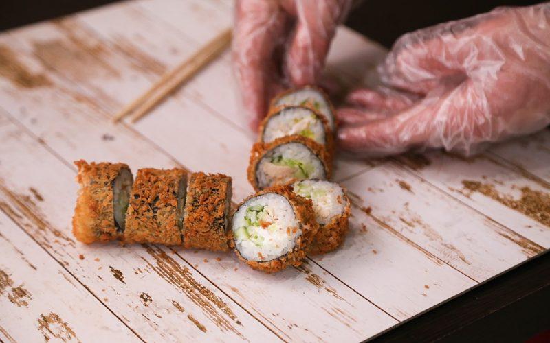 Maki, uramaki, nigiri. Co je co? Aneb poznáváme sushi