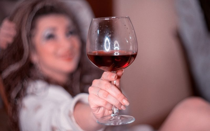 Co může způsobit závislost na alkoholu?