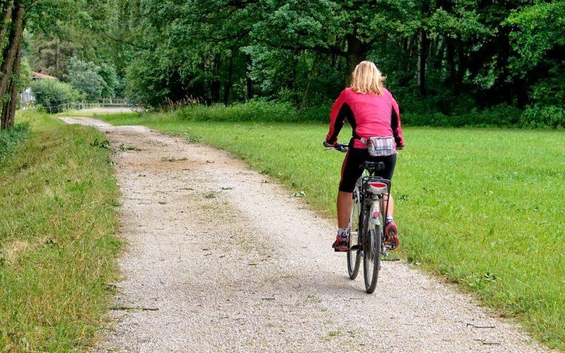 Když na kolo, tak pouze v cyklistickém oblečení. Proč je tak zásadní?