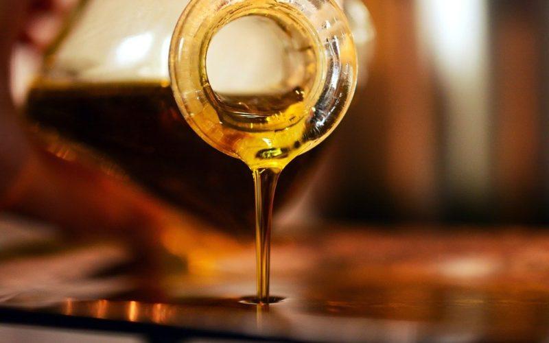 Proč používat olivový olej i při péči o vlasy?